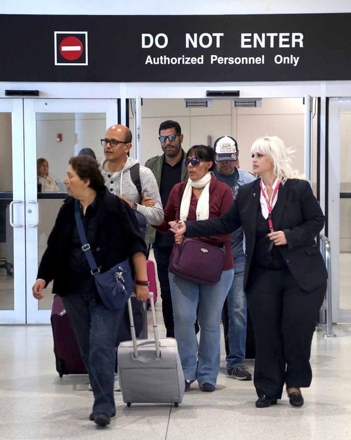 Los hijos de José José arribaron a la ciudad de Miami, donde esperan despedirse de los restos de su padre