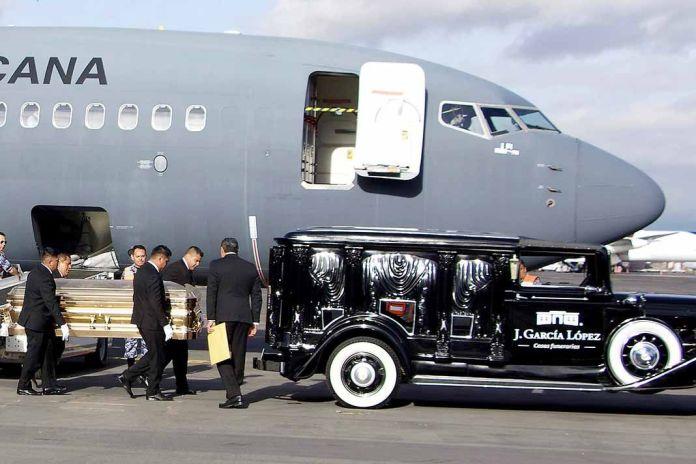 Un avión de la Fuerza Aérea Mexicana, cedido por el Gobierno de México, trasladó a su patria las cenizas del artista