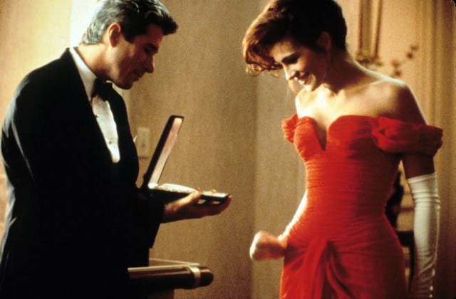 8. The scene with the necklace was an improvisation of Richard Gere when he closed the jelewery box on Julia Roberts's hand.