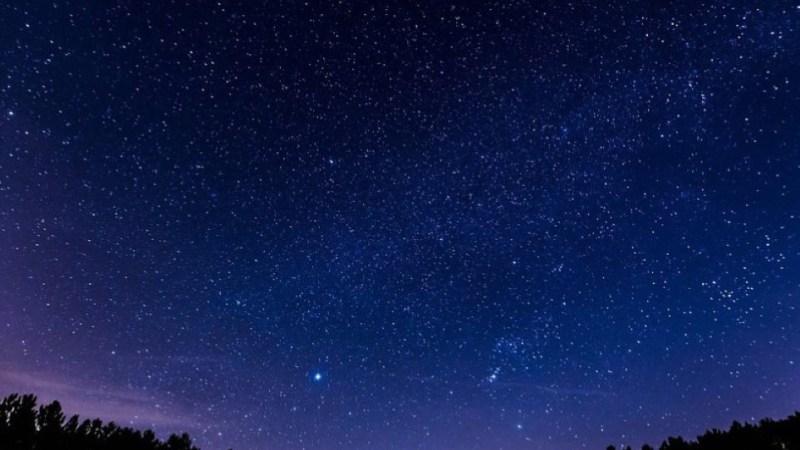 هل النجوم الميتة مرئية في سماء الليل