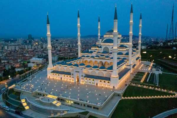 اكبر 10 مساجد في قارة أوروبا