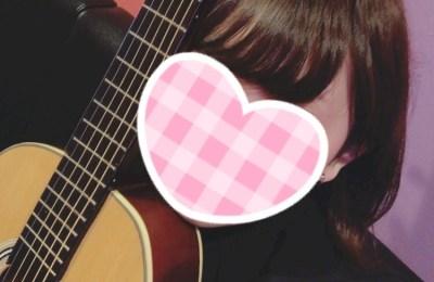 新橋キャバクラ【an_an(アンアン)】100%現役女子大生ラウンジ ゆゆ アコースティックギター