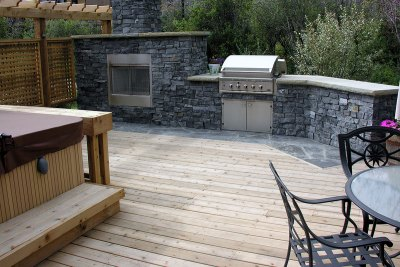 deck-hot-tub-barbeque