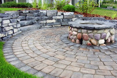 retaining-wall-courtyard-001