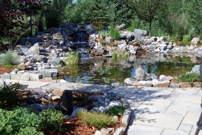 water-feature-with-clovers-water-bridge-003