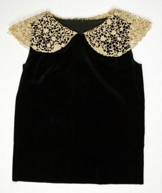 Girl's lace collar dress