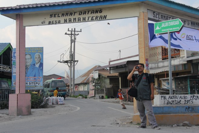 Saat liputan ke desa korban erupsi Sinabung, desa Naman Teran (tahun 2014) - Dok, Komsos KAM