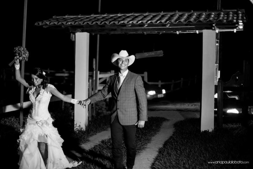 couple in country wedding