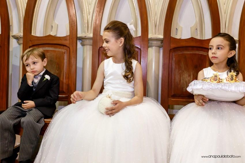 Pagem se entedia durante cerimônia de casamento