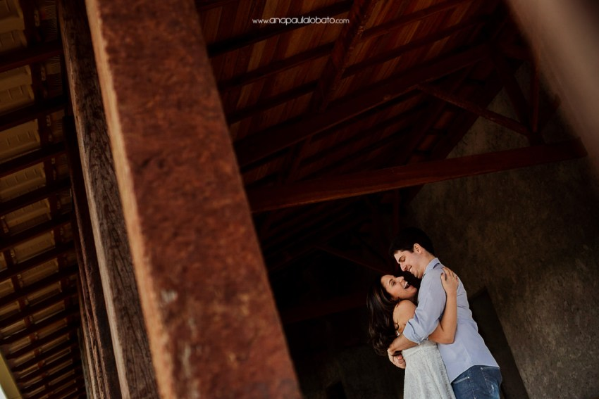 destination wedding photographer shows how to make a creative engagement shooting