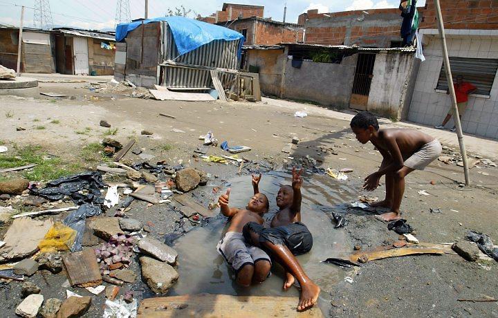 crianças-favela-de-manguinhos