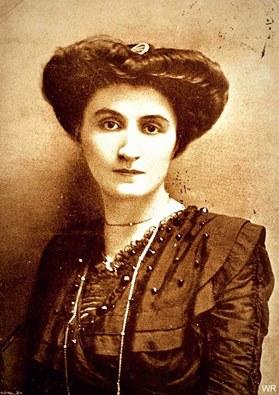 E' stata una delle prime donne europee a rivendicare pubblicamente il diritto delle donne a disporre del proprio corpo, chiedendo una politica di controllo delle nascite