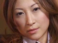 お姉さん系AV女優の愛咲れいらがバニーガールコスで2穴同時ファックしてる無収正クラブ(
