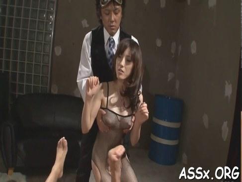 お姉さん系AV女優の飯岡かなこが肛門を解禁しチンポを挿入されてるアナル動画