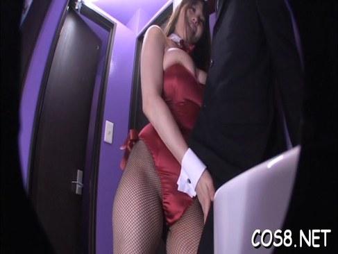 ぽっちゃり系爆乳バニーガールがタイプの客に迫り肛門まで舐めてるアナル動画