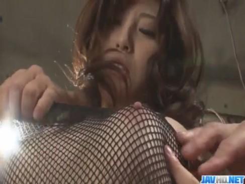 お姉さん系女優の飯岡かなこがアナルファック!デカチンで肛門をハメられて悶絶していたあなル動画