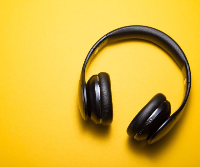 Ce-poț- asculta-când-gătești-sau-conduci-Resurse-AUDIO