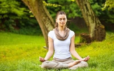Yoga Kukuhkan Tulang Belakang