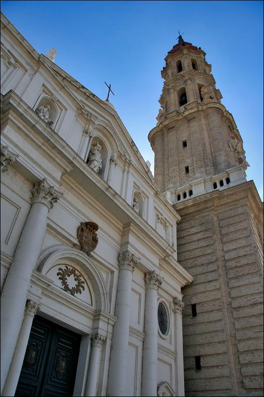 Фасад и башня собора Ла Сео