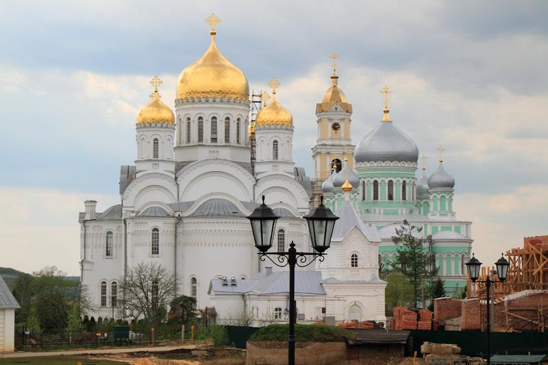 Свято-Троицкий Серафимо-Дивеевский монастырь, вид со Святой Канавки на соборы