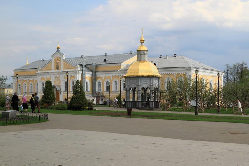 Свято-Троицкий Серафимо-Дивеевский монастырь, Трапезный корпус