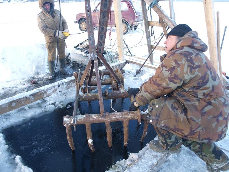 Подъем со дна озера Велье пикирующего бомбардировщика Пе-2