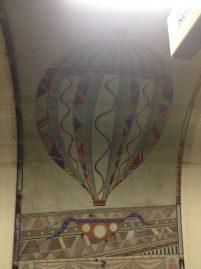 Finsbury Park Station, que tem mosaicos de balões de ar quente. Nesse parque costumava ter práticas de esportes, como tiros e voo de balões.