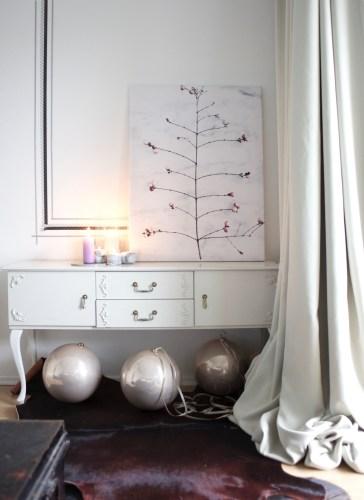 christmas decoration with xxl baubles / stylist Anastasia Benko