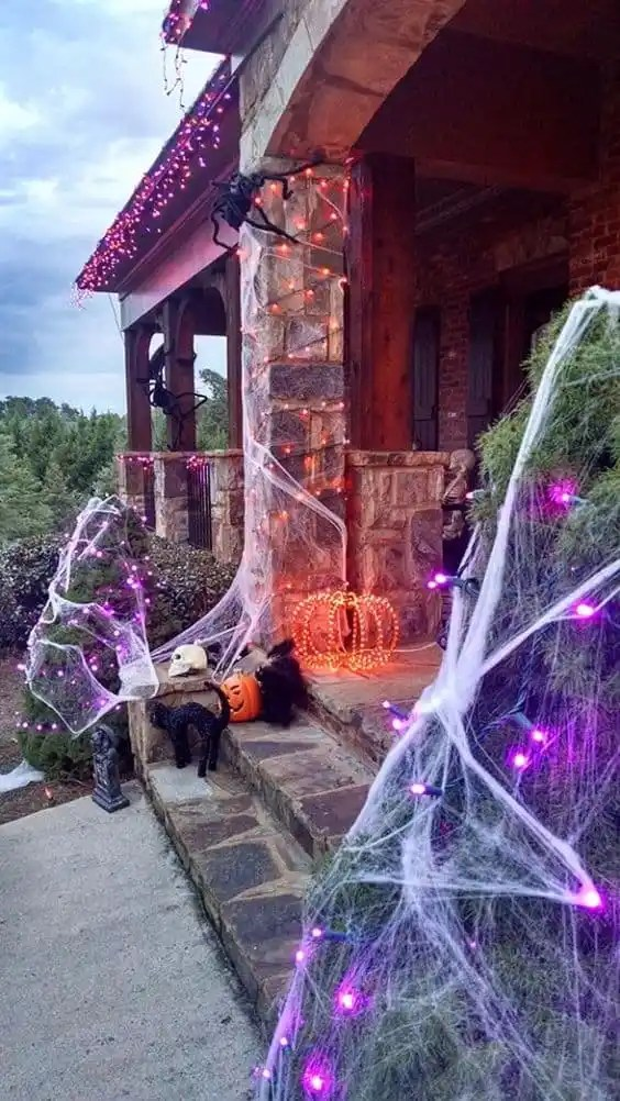 Best DIY Outdoor Halloween Decorations for 2017! Check these Halloween projects for inspiration and make our yard and home decor amazing for a Halloween party!