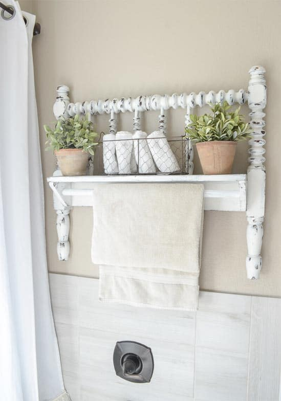 Upcycled Bedrail - DIY farmhouse decor ideas are very trendy these days if you watch some home renovation TV shows you probably know that it's in high demand now. Check this farmhouse decor on a budget for the living room, bedroom, country kitchen, bathroom and other parts of your rustic home.