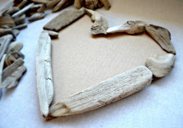 How-to-make-a-driftwood-heart.
