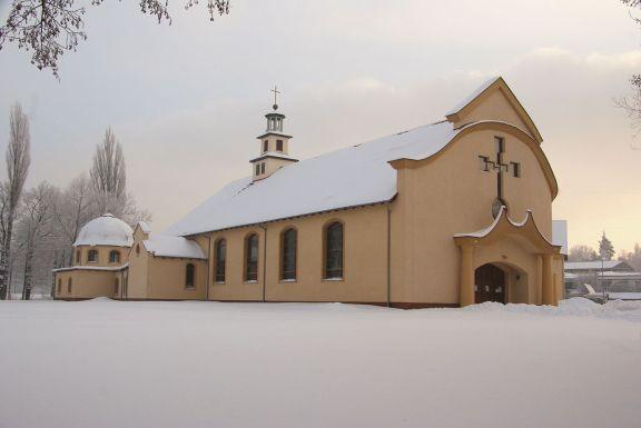 1280px-Church_St_Albert_Chmielowski_in_Zielona_Gora_29_December_2010