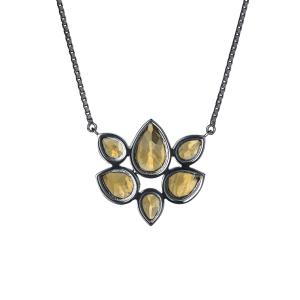 8400f12d93538 Colar Flor de Lótus em prata com banho de ródio negro e citrino