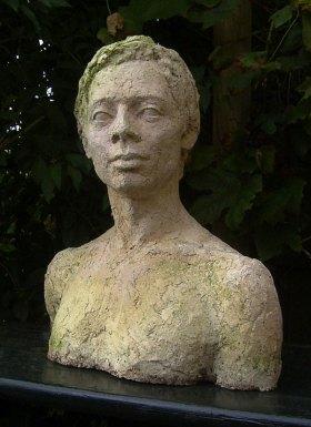 Buste of Myo by Tineke van der Does