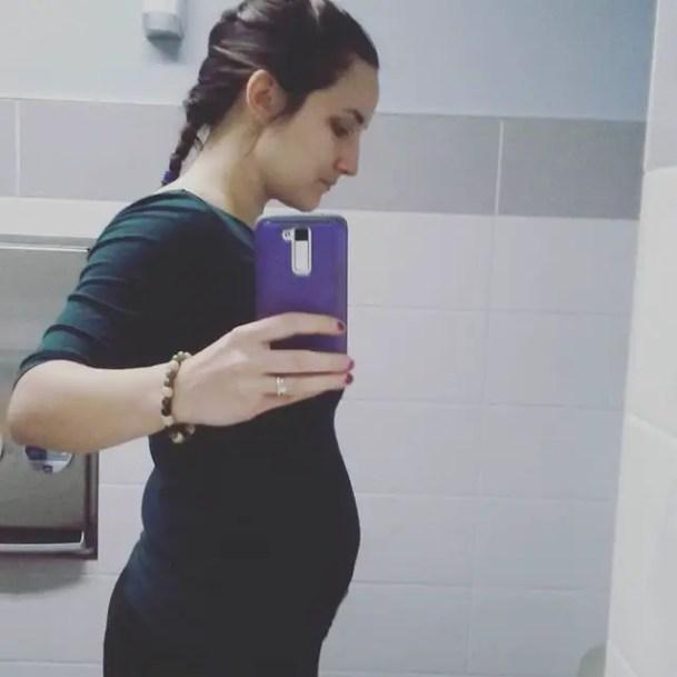 21 Weeks baby bump Leah Harris