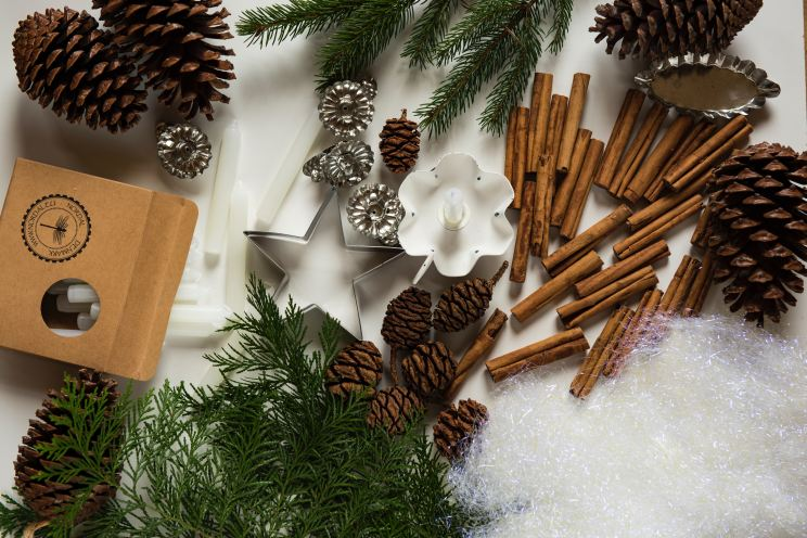 Hand made decorations, Pine Cones