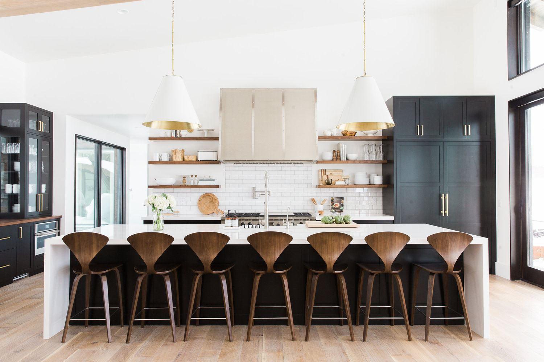 Cocina de estilo Mid-Century e Industrial Chic, en una casa en las montañas