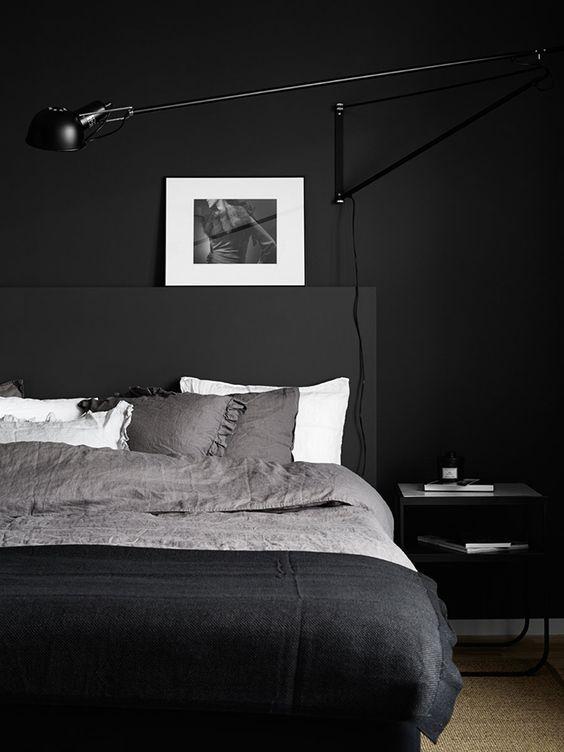 Dormitorio de color negro minimalista