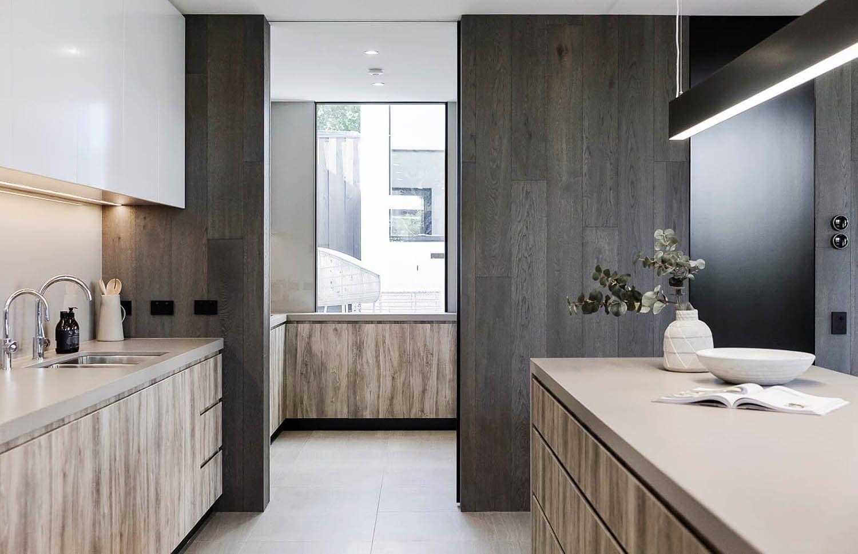 Decoración de interiores acogedor, cálido y sofisticado de cocina abierta