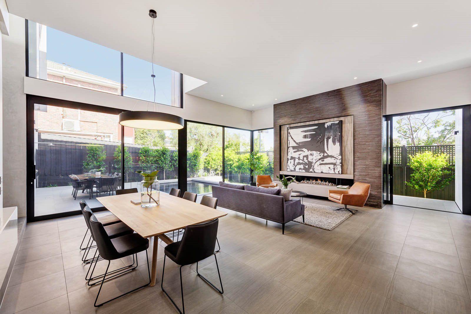 Concepto abierto de cocina, comedor y salón de una casa de estilo contemporáneo