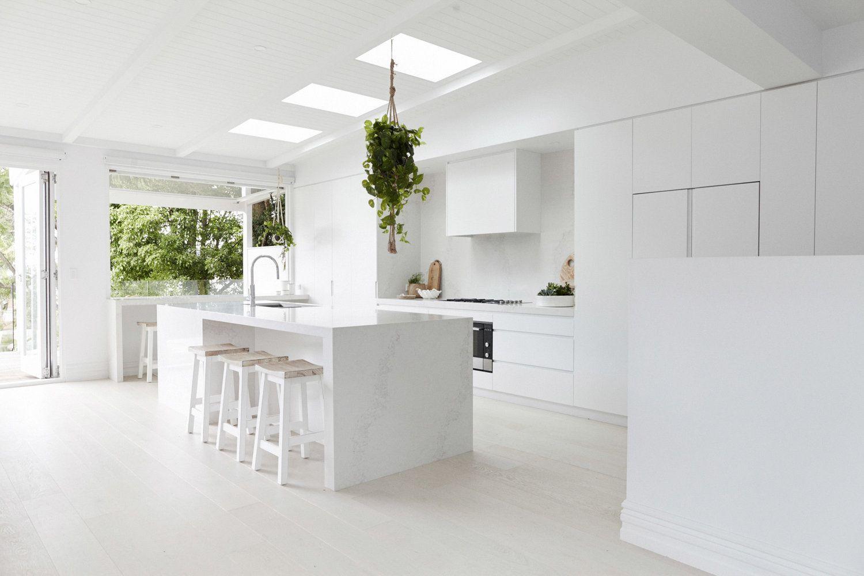 Zona de cocina de estilo nórdico minimalista