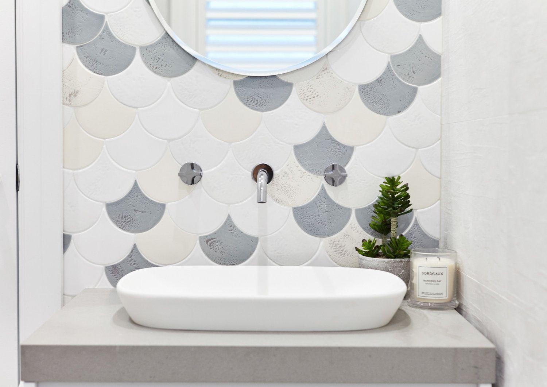 Baño de estilo nórdico en tonos naturales y piedra