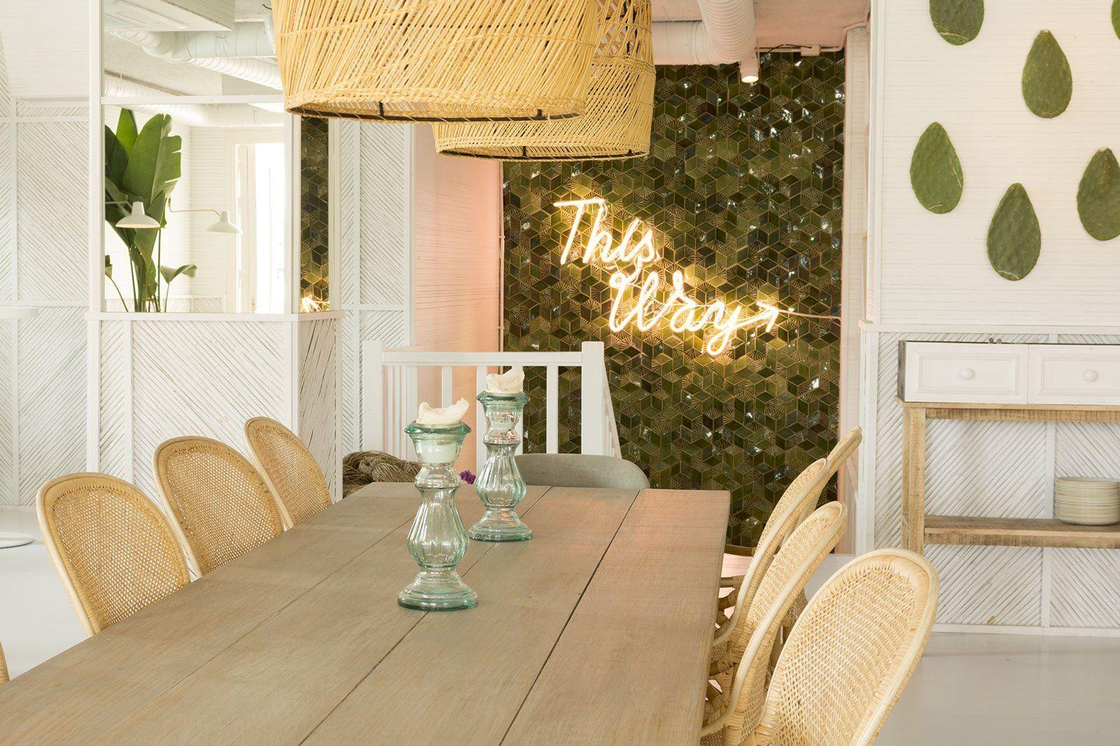 Interior del restaurante Maricastaña en Formentera de estilo Boho y Noretnic