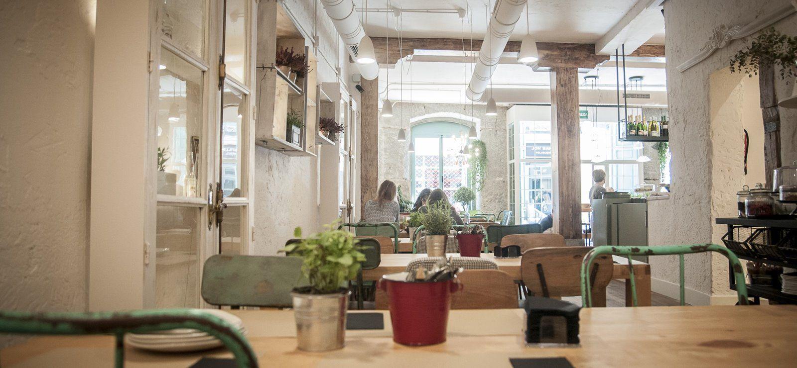 Interior del resto bar Le Cocó de estilo vintage y shabby chic