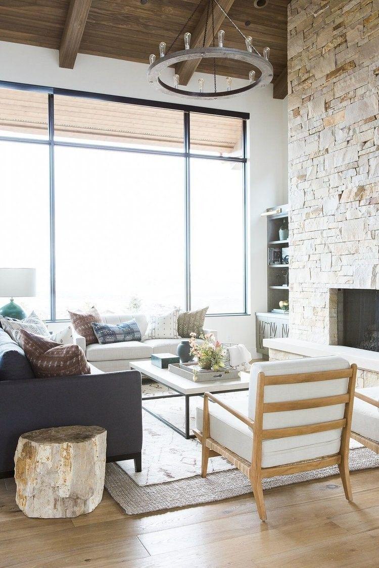 Salón-comedor de vivienda en las montañas de aspecto rústico y estilo farmhouse moderno con piezas vintage por el estudio McGee