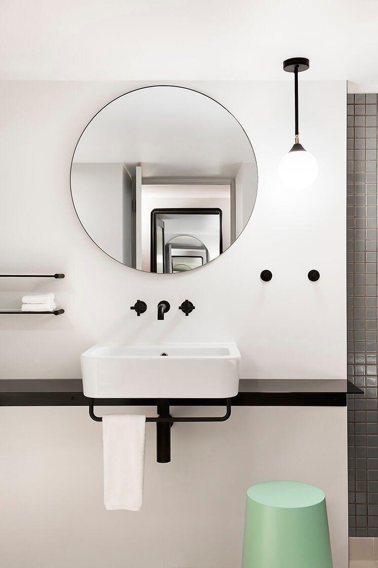 Aseos del hotel OVOLO HOTELS WOOLLOOMOOLOO de estilo nórdico minimalista @Utrillanais