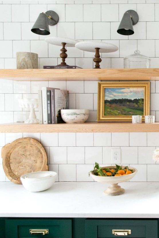 Detalles en madera natural para esta cocina de estilo farmhouse moderno en tonos naturales, por McGee @Utrillnais