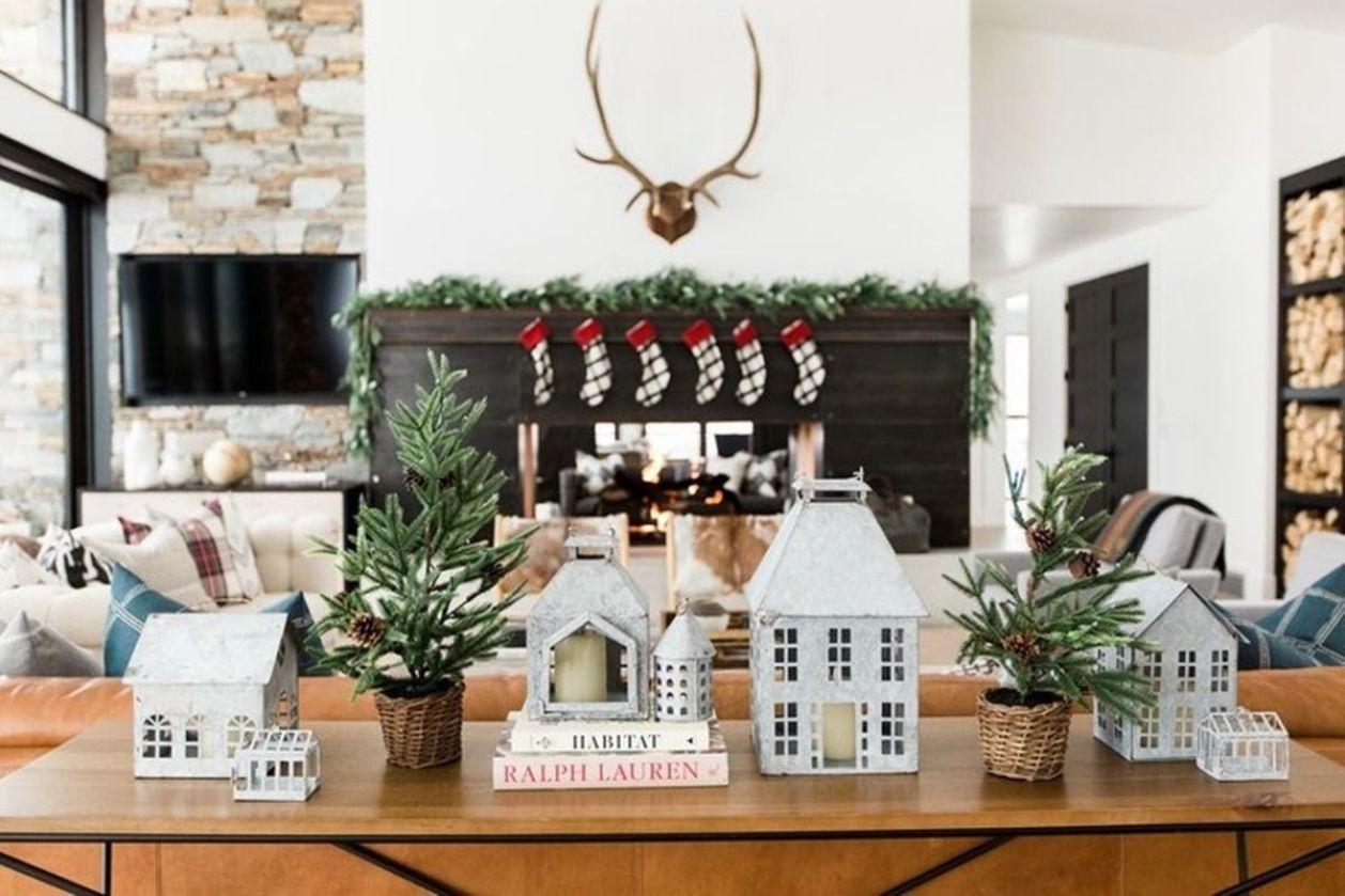 Decoración de Navidad de tonos naturales para vestir una casa de montaña de estilo farmhouse moderno @Utrillanais