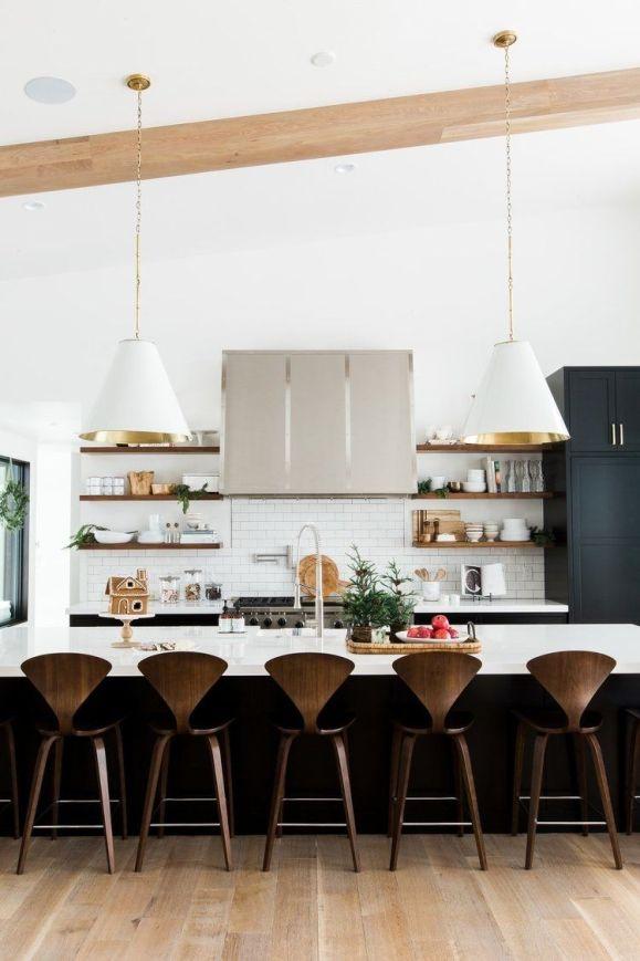 Decoración de interiores en tonos neutros para una casa de montaña de estilo farmhouse moderno @utrillanais