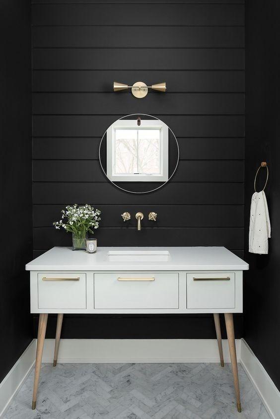 Aseo de cortesía de estilo Mid Century Moderno en blanco y negro @Utrillanais